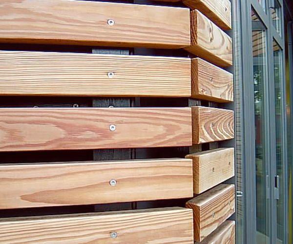 Fassadenprofile in wolfsburg in moderner optik bei holz for Modernes haus mit holzverkleidung